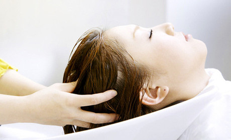 新生告訴你洗頭發的正確方法!